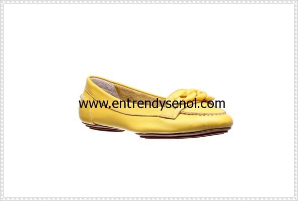 bu yılın moda renklerinde loafer babetler 124.95 TL
